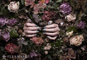 BL-1-Illamasqua-Hands-Stilllife product photographer advertising editorial creative beauty cosmetic makeup fashion style nail-vrnish-polish-hands-flowers-gothic